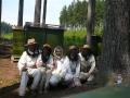 Včelaři při práci.JPG